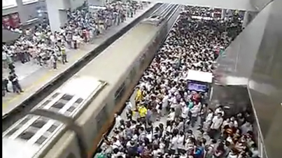Raw Footage: This Is How A Morning Rush Hour Looks Like At A Beijing Subway