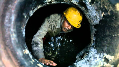 The Sewer Men of Mumbai: The Sewer System Is Outdated And Is Still Cleaned by Hand