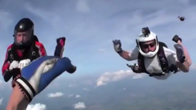 Helmet Cam Footage Of An Unconscious Skydiver Being Rescued