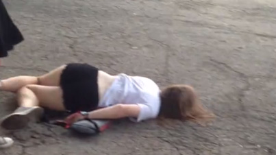 Drunk Fail: Wasted Chick At Lollapalooza Slides Across The Concrete With Her Face