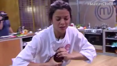 This Is Why Dads Were Invented: Woman On A Cooking Show Competition Struggles To Open A Jar