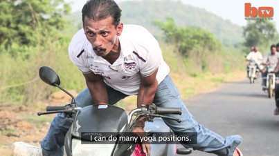 Zero F*cks Given: Yoga Master Practices His Poses While Speeding On A Motorcycle