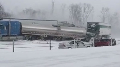 Crazy Raw Footage: 150 Car Pile-Up On Michigan Highway