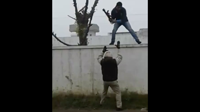 Meanwhile In Punjab: Crazy Indian Dude Steals A Police Officers Gun And Runs