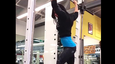 Meet The Beyoncé Of Pull-Ups: Hot Chick Does An Insane Pull-Up Routine