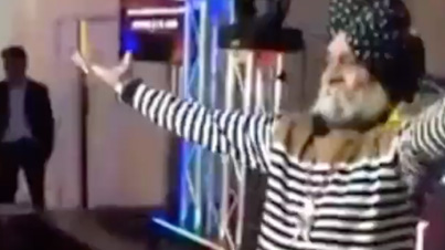 Don't Panic, We Just Getting Started: Punjabi Uncle Shows Off His Dance Moves Like A Real Boss
