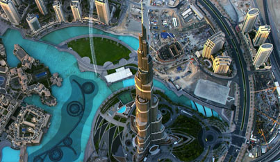 Breathtaking Footage: 2 Daredevils Fly Over Dubai With Jetpacks