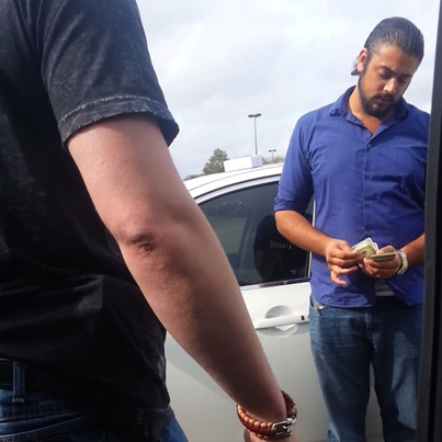 Slimy Con Artist In Texas Is Given Two Options By Man After Selling Him Stolen iPhone