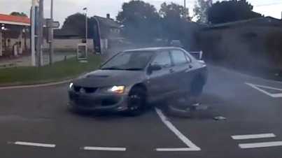 Driver Tries To Burn Biker At Traffic Lights And Instantly Regrets It