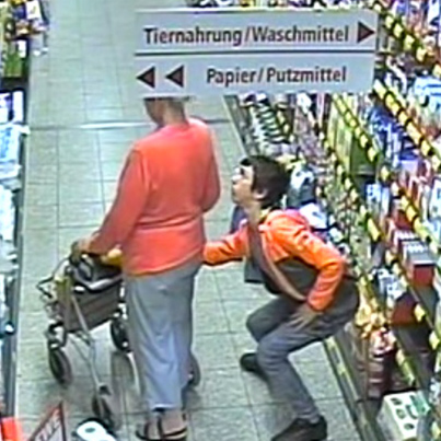 Sneaky Thief Steals A 74-Year-Old Woman's Purse