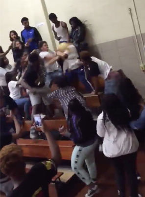 Girl Gets Jumped By The Whole School