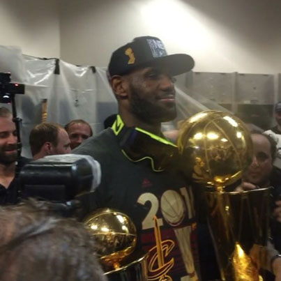 Cavs Celebrate Win By Popping Bottles Of Champagne 💥🍾