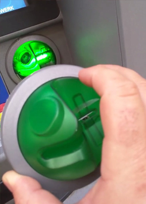 Cyber Security Expert Finds An ATM Skimmer In Vienna 😧💳⁉️