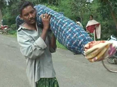 Indian Man Carries Dead Wife's Body For 12km 😰