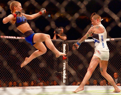 UFC Vancouver: Paige VanZant Knocks Out Bec Rawlings With Sick Kick To The Head 💪