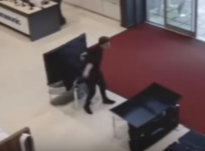 Shopper Smashes More Than $5K Worth Of Televisions 😁😁😁