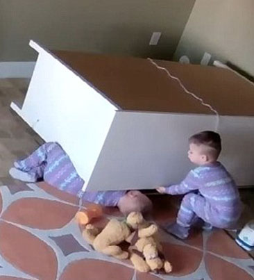 2-Year-Old Twin Rescues Brother When Dresser Falls On Him 💪💪💪