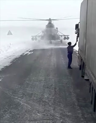 Military Helicopter Pilot Lands On A Snowy Highway To Ask For Directions 😅😅😅