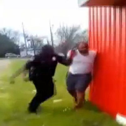 Mississippi Police Officer Fired For Punching A Handcuffed Suspect 😤😤😤
