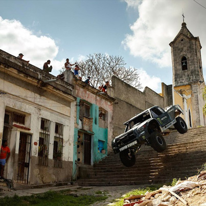 Angry 850-HP Trophy Truck Rips Through The Streets Of Havana, Cuba 🔥🔥🔥