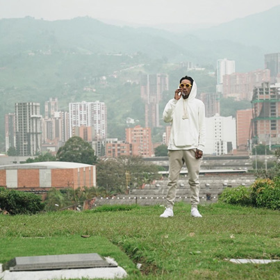 Colombians Angered By Wiz Khalifa's Visit To Pablo Escobar's Grave 🛬 🇨🇴