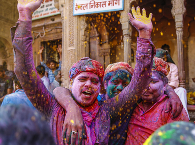 Colours Fly In India's Holi Festival 🇮🇳 👍💯