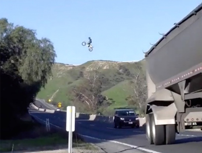 Dirt Bike Rider Flies Over Busy CA Freeway 👊 🐦 💪 😎