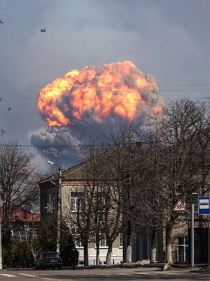 Massive Explosion At Ukrainian Arms Depot Sends Rockets Flying 🇺🇦🚀💥💥
