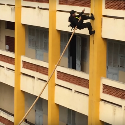 Vietnamese Swat Team Use Bamboo Stick To Scale Building