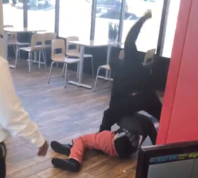 Wendy's Employee Attacks Customer For 'Disrespecting Him' 😫😫😫