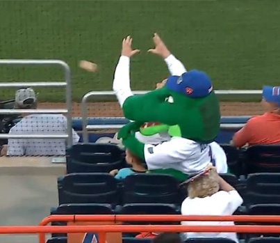 Florida Gators Mascot Shields Young Kid From Getting Hit With Foul Ball ⚾️😳😂
