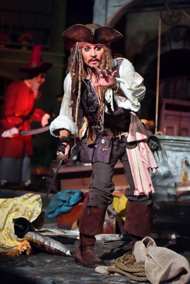 Johnny Depp Surprises Fans As Jack Sparrow On Disney Ride 👏😭😍🙏