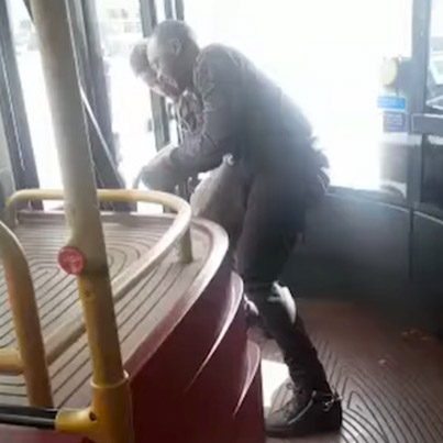 Meanwhile On The Streets Of London: Man Fends Off A Knife Attack On A Bus 🇬🇧🇬🇧🇬🇧