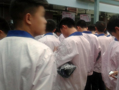 Man Works Undercover In A Chinese iPhone Factory For Six Weeks📱