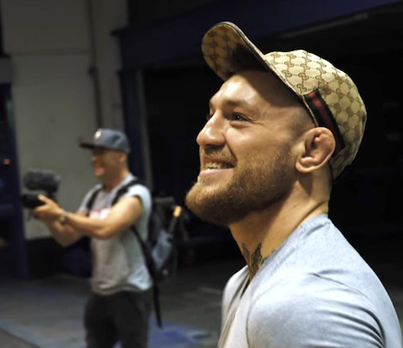 McGregor's Shocked Reaction To Mayweather Mural At His New Gym 😂😂😂