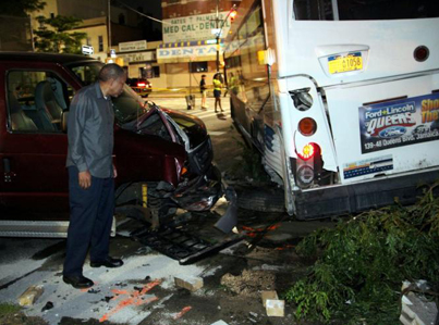 Runaway Brooklyn Bus Rolls Down A Street And Crashes Into Cars 😨😨😨