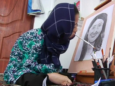 This 16-Year-Old Uses Her Mouth To Draw 👀🙏💯