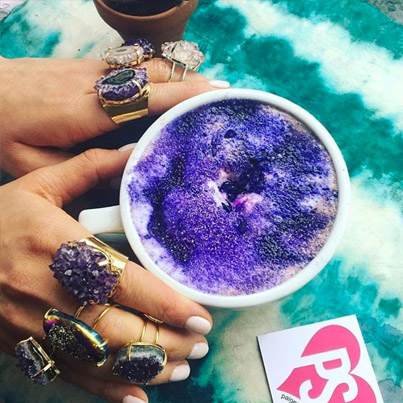 This Brooklyn Juice Bar Serves The Dopest Geode Lattes ☕️🤔