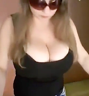 Woman With Humongous Breast Films Herself Walking Down The Stairs 😲😲😲🍈🍈
