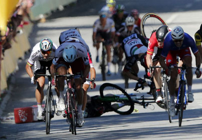 Dude Gets Elbowed And Thrown Off Bike At Tour De France 😭😭😭