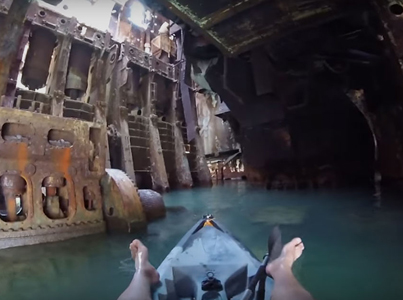 Kayaking Inside An Abandoned Ship 😈😈😈