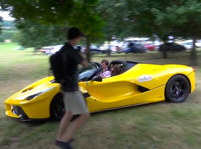 LaFerrari Aperta Drifts On Grass And Puts On A Show For Spectators 🔥