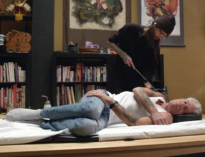 Anthony Bourdain Gets A New Tattoo The Old School Way ✍️