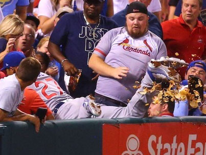 Baseball Player Gives Fan New Nachos After Knocking Over His First Order 👏👏