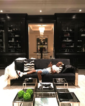 Floyd Mayweather Livin' Large In Beverly Hills 👀🔥🏠