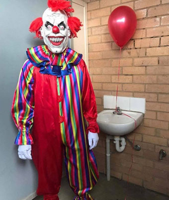 'IT' Scary Clown Prank Compilation 😂🎈