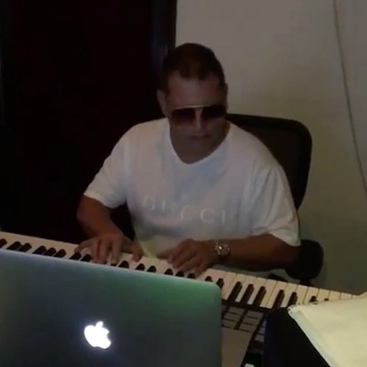 Sicker Than Chlamydia: Scott Storch Making Some Live Music 🎹 🎸🔥