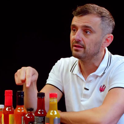 Gary Vaynerchuk Tests His Mental Toughness While Eating Spicy Wings 😭😭😭