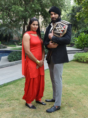 WWE Signs First Female Wrestlers From India And The Middle East 💪💪💪