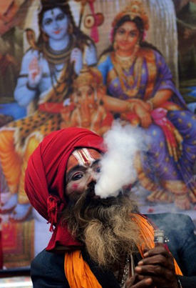 SMOKING WEED IN INDIA 👽💨💪🇮🇳
